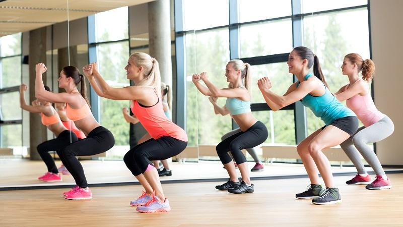 bai tap yoga tu the squat se khit vung kin